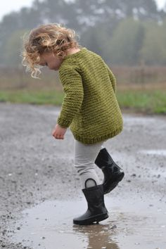 This sweater was born from a need for a no-fuss extra layer - and quickly! Brooklyn Tweed's Quarry is a beautifully light, bulky weight yarn, which knits up fast but doesn't result in a heavy sweater, perfect for our active children! Brooklyn Tweed, Precious Children, Dancing In The Rain, Rainy Days, Baby Knitting, Knitting Sweaters, Knitting Patterns, Sweater Patterns, Kids Patterns