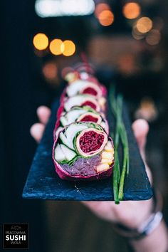 Inspiration: Depth of color in this veggie sushi. Sushi Recipes, Asian Recipes, Veggie Sushi, Sushi Sushi, Sushi Party, Sushi Love, Taiwan Food, Food Presentation, Food Plating