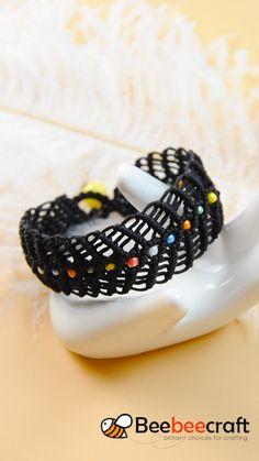Diy Bracelets Patterns, Diy Bracelets Easy, Bracelet Crafts, Yarn Bracelets, Paracord, Macrame Jewelry, Beading Jewelry, Handmade Beaded Jewelry, Diy Leather Bracelet