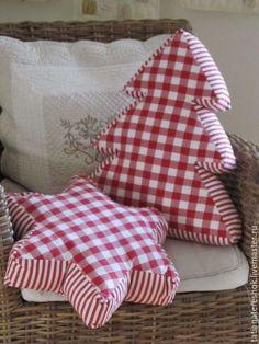 Подушка, ещё и с новогодней тематикой не оставит равнодушной ни одну  свою обладательницу