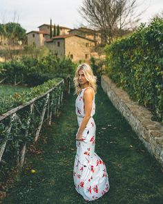 Paper Crown dress in Tuscany, Italy