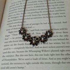 Black and gold flower necklace Black and gold flowers with pearl center. Gorgeous necklace that got tons of compliments. No sign of wear or tarnish. Make an offer! 25% off all bundles! Forever 21 Jewelry Necklaces