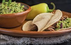 In this variation of the Guacamole, the preparation acquires another touch with the banana pepper.