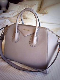Givenchy antigona - in light grey
