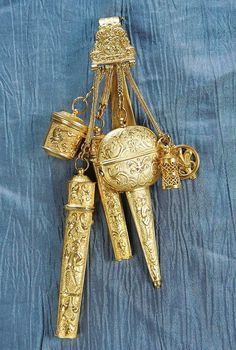 Early Century Gold Sewing Chatelaine in Original Case. This is a beautiful Chatelaine and would have been worn by a very important person on a estate such as the head housekeeper or even the lady of the estate. Vintage Sewing Notions, Vintage Sewing Patterns, Antique Jewelry, Vintage Jewelry, Celtic, Embroidery Tools, Sewing Accessories, Ring Verlobung, Antique Dolls