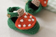 Strickanleitung Babyschuhe: Diese süßen Babystiefel stricken sogar Anfänger ganz locker nach - mit unserer detaillierten Strickanleitung!  © Vision Net AG