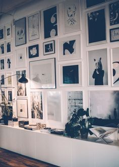 Gallery Wall · Creative Home Decor Inspiration · Wall Art · Black and White Inspiration Wand, Interior Inspiration, Deco Addict, Home And Deco, Picture Wall, Picture Collages, White Picture Frames, Decoration, Frames On Wall