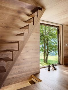 The quaint and cozy Sarreyer cabin designed by Swiss architect Rapin Saiz is an exquisite example of modern rustic architecture. Wonderful Rustic Decor Plans To Update Your Cabin Modern Staircase, Staircase Design, Floating Staircase, Cabin Design, House Design, Escalier Design, Timber Panelling, Wooden Stairs, House Stairs