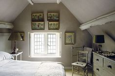 Art on Sloping Ceiling - Design Ideas For Loft Conversions - Attic Rooms (houseandgarden.co.uk)