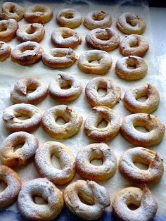 Baked Donuts with Pastry Cream - Baked donuts with the wonderful touch of custard: Via Col Vento - Cuban Recipes, Sweet Recipes, Cake Recipes, Dessert Recipes, Chocolate Pie Recipes, Chocolate Muffins, Spanish Desserts, Tart Dough, Baked Donuts