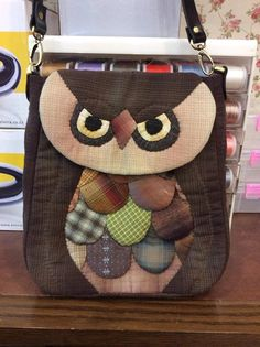 Detalle Japanese Patchwork, Patchwork Bags, Quilted Bag, Owl Sewing, Owl Crochet Patterns, Owl Purse, Owl Bags, Animal Bag, Owl Crafts