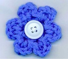 The 5 Minute Flower | If you only have 5 minutes, this crochet flower works up nicely!