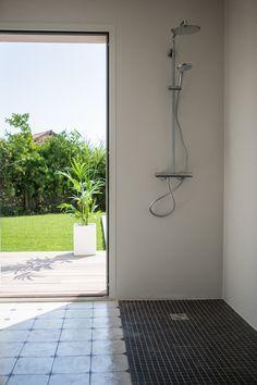 Luxury shower room, Le Gardian Beach House, Hossegor, Aquitaine, France. (holiday rentals, Aquitaine, France)
