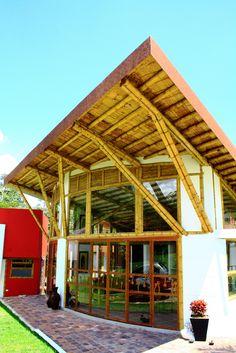Diseño y construcción de casa Montoya en guadua o bambú por Zuarq Arquitectos.