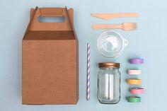 Decorar con washi tape es fácil, es divertido, es conveniente... y más si son washi tapes MT. Hoy te proponemos decorar tu picnic y salir a comerte el mundo