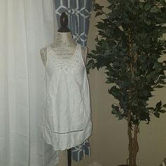 White sleeveless dress White sleeveless dress.  100%linen. In perfect condition. Forever 21 Dresses Midi