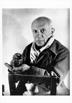 Picasso and the Owl. I saw this photo as part of a small Picasso exhibit in Antibes, France this summer. Pablo Picasso, Kunst Picasso, Art Picasso, Picasso Paintings, Henri Rousseau, Henri Matisse, Paul Gauguin, Famous Artists, Great Artists