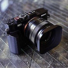 Sony Pro Camera Kit from Fotodiox Pro: Metal Grip, Leica-Style Lens Hood, Oversized Shutter Release Button // Sony Camera, Camera Phone, Camera Gear, Best Camera, Pro Camera, Film Camera, Old Cameras, Vintage Cameras, Photo Equipment