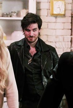 Killian Jones casually step-dadding in the background