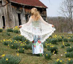 Vintage 70s Shawl - Hand Crocheted White - BOHEMIAN Chic - Versatile Hippie Wedding Accessory