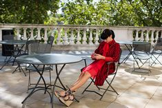 On the Street….Somerset House, London « The Sartorialist - power red, bold print and amazing shoes. Laid Back Style, My Style, Glamorous Chic Life, Executive Woman, Garment Racks, Beautiful Streets, Sartorialist, London Photos, Material Girls