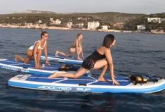 "Vidéo ""J'ai testé pour vous"" : à la découverte du yoga paddle à Cassis Sport, Paddle Boarding, Stand Up, Surfing, Yoga, Instagram, Hobbies, Deporte, Get Back Up"