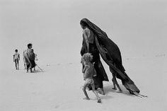 Sahel, 1984. © Sebastião Salgado/Amazonas Image/Contrasto
