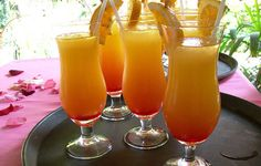 Some awesome cocktails in Hawaii Orange Drinks, Fruit Drinks, Smoothie Drinks, Cold Drinks, Alcoholic Drinks, Beverages, Soap Making Recipes, Bahama Mama, Tequila Sunrise