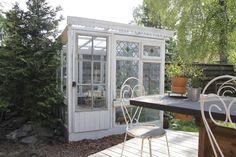 Beautiful DIY Greenhouse. Fiilispohjan Kartano: Kasvihuone vanhoista ikkunoista. Greenhouse from old windows. DIY Greenhouse