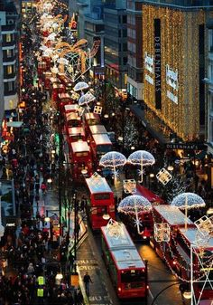 Oxford Street, London  Christmas!!!! Can't wait to see this side of London! ❄️
