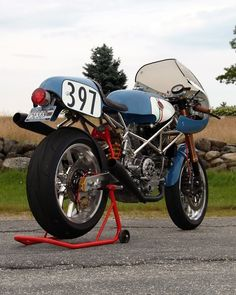 Ducati #CafeRacer #TonUp