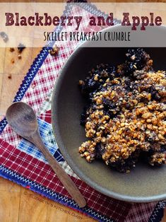 A gluten-free Autumnal skillet breakfast crumble. I have a confession to make. I love cold fruit crumble for breakfast in the morning. When the days begin to grow colder I start craving warm puddin. Breakfast Skillet, Eat Breakfast, Vegetarian Breakfast Recipes, Brunch Recipes, Fruit Crumble, Blender Recipes, Food Journal, Yummy Food, Delicious Recipes