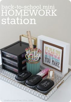 A back to school mini homework station to stay organised in and out of school. Heaps of ideas and tips to stay super organised during the school year!
