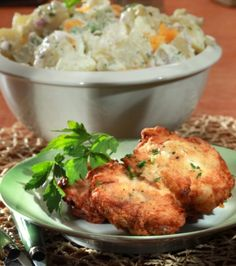 Fried chicken and potato salad recipe in Greek Greek Recipes, New Recipes, Salad Recipes, Favorite Recipes, Roast Chicken, Fried Chicken, Greek Cooking, Poultry, Potato Salad