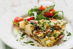 Hľadáte výdatné a teplé raňajky, rýchly obed či ľahkú večeru? Skúste zemiakovú frittatu.