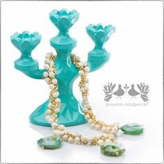 Collar con detalles de perlas de Pequeñas Indulgencias http://www.elretirobogota.com/esp/?dt_portfolio=pequenas-indulgencias