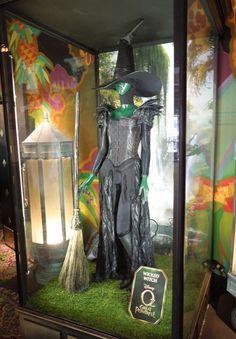 "Vestuario de Mila Kunis como Theodora, la Malvada Bruja del Oeste, de ""Oz el poderoso"""