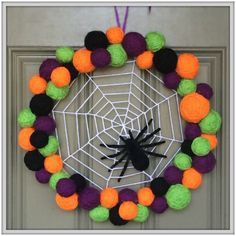 Adorable step-by-step Halloween Wreath tutorial.....#spiderweb #wreath #Halloween #yarnballs #DIY #tutorial