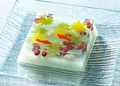 2This Japanese sweet, Ryokansui represents the beauty of a lake in a traditional Japanese garden. One is taken into a cooling breeze just by looking at this sweet making it a perfect sweet for a hot summer.