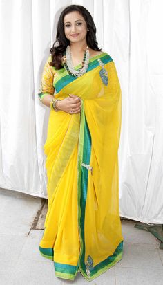 Divya Dutta at the mahurat of 'Chalk N Duster'. Dress Indian Style, Indian Dresses, Indian Wear, Beautiful Saree, Beautiful Indian Actress, Bollywood Dress, Bollywood Fashion, Divya Dutta, Bridesmaid Saree