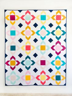 Garden Gems in Kona Solids + Testers Quilts! Quilting Tutorials, Quilting Projects, Quilting Designs, Cute Quilts, Baby Quilts, Modern Quilt Patterns, Geometric Fabric, Liberty Print, Quilt Bedding