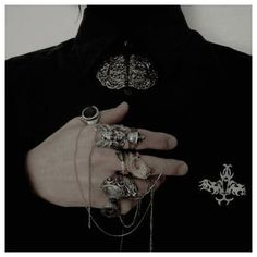 #necklace #aesthetic #men #necklaceaestheticmen Piercings, Goth Accessories, Yennefer Of Vengerberg, Slytherin Aesthetic, Hades Aesthetic, Aesthetic Black, Accesorios Casual, Character Aesthetic, Dragon Age