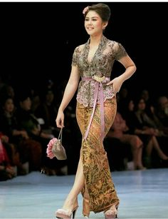 Kebaya Lace, Kebaya Dress, Batik Kebaya, Kebaya Bali Modern, Model Kebaya Modern, Gaun Dress, Dress Pesta, Model Dress Batik, Batik Dress