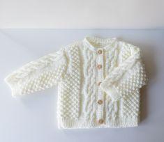 Gilet bébé 6 mois tricoté main en acrylique couleur blanc cassé Cardigan Bebe, Knit Cardigan, 6 Month Olds, Acrylic Wool, Handmade Baby, Baby Knitting, Boutique, Jackets, Etsy