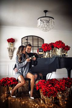 Fashion blogger mia mia mine celebrating Christmas with poinsettias on a grand piano. #couplegoals #cutecouples #christmasphotos Instagram Outfits, Instagram Fashion, Night Outfits, Cute Outfits, Effortlessly Chic Outfits, Daily Street Style, Classy Couple, Matching Couple Outfits, Girly Pictures