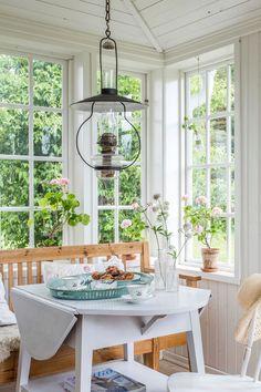 Inspiration-Dreamy + Beautiful Indoor Sunrooms - Beach Pretty - Re-Wilding Scandinavian Cottage, Cozy Cottage, Cottage Style, Scandinavian Style, Plywood Furniture, Modern Furniture, Furniture Design, Indoor Sunrooms, Glass Porch
