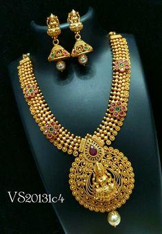Indian Gold Jewellery Design, Indian Wedding Jewelry, Bridal Jewelry, Jewelry Design, Pendant Jewelry, Gold Jewelry, Gold Necklace, India Jewelry, Temple Jewellery