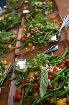 green bean salad Great change up at a reception from regular leaf salad. White Beans, Green Beans, Salads For Picnics, Healthy Beans, Green Bean Salads, Bean Salad Recipes, Stella Stella, Cravings, Side Dishes