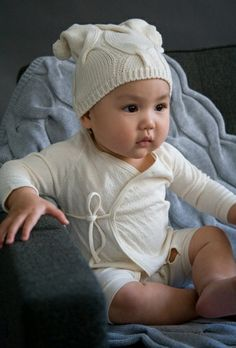 what a pretty baby- look @ those cheeks- reminds moi of my firstbor Gloria - at that age,china dool