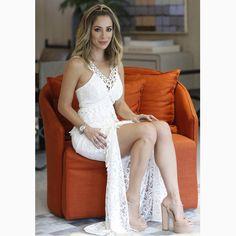 Pah! A @fhits influencer @helena_lunardelli lacrou com nosso 'long dress' e essa fenda poderosa no#SPFW. Como não amar??? #reginasalomao #SS17 #TropicalVibesRS #momentoRS